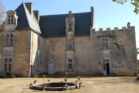 Château de Montreuil Bonnin - Montreuil-Bonnin - Castello