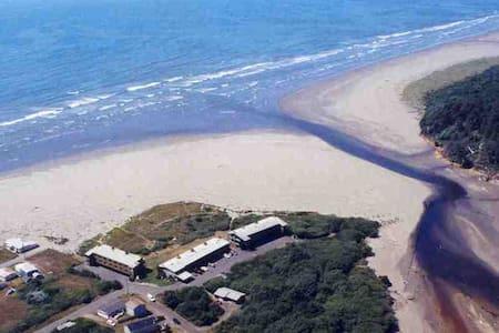 Hi-Tide Ocean Beach Resort Condo #1 - Wohnung