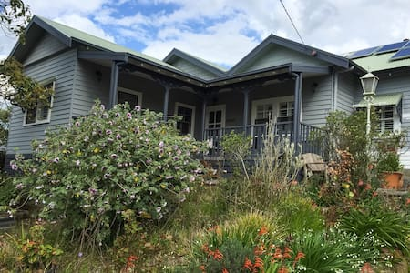 Central Gisborne room with en-suite - Bed & Breakfast