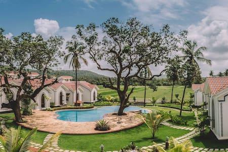 Garden view Luxury Studio Aparment @ Siolim - Lägenhet