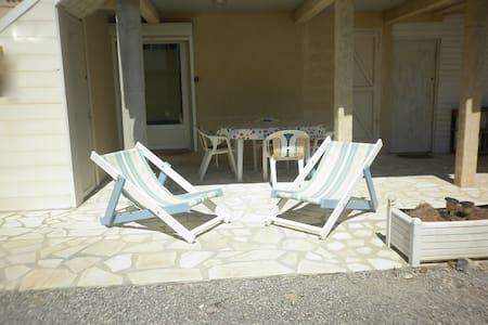 Appartement bas de chalet, proche de la plage - Gruissan - Apartmen