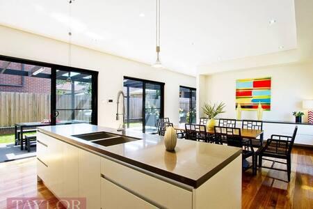5A Sutherland Road - North Parramatta - House