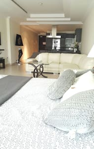 Amazing studio apartment in pearl - Doha - Apartment