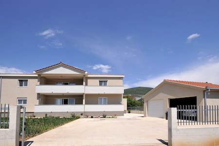 Three bedroom apartment with terrace Plano, Trogir (A-11649-a) - Apartment