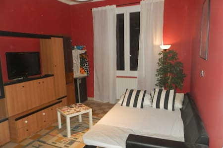 Spacious & Bright Double Bedroom Near the Station - Lejlighed