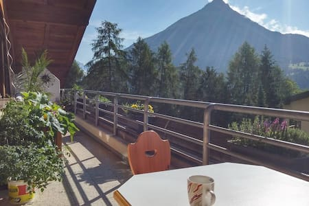 Großes helles Zimmer mit Blick auf Tiroler Berge - Byt