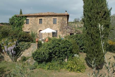 300 Jahre altes Toskana-Ferienhaus, 5 Hektar Land - Haus