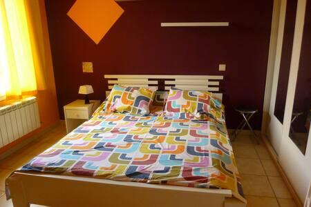 Chambre calme et lumineuse dans villa spacieuse - Saint-Estève