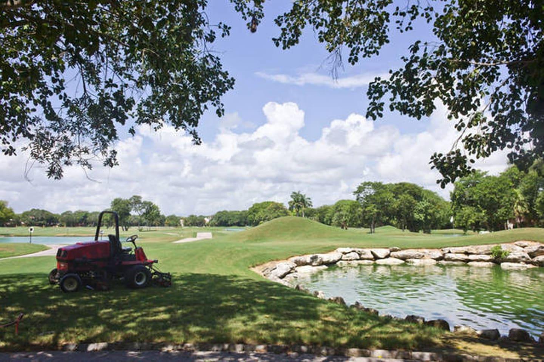 Exclusive Modern Beach Home Golf B
