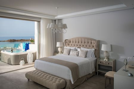 Nisos, suite by the sea - Μάλια - Bed & Breakfast
