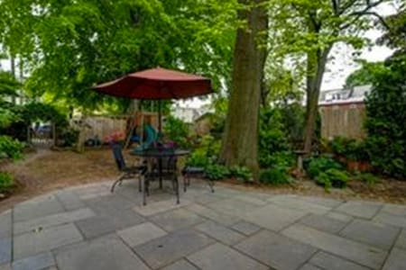 Charming room with private entrance and sun room - West Chester - Hus