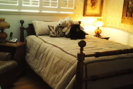 Private room/bath, nurse friendly - Turlock - Ház