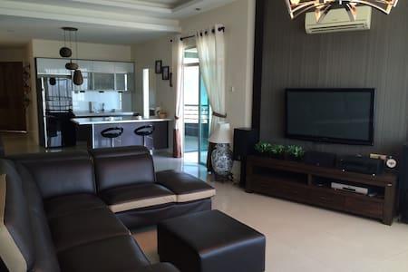 Comfy Spacious Sea View Condo - Gelugor - Condominium