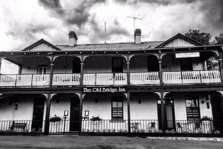 Old Bridge Inn Gundagai - House