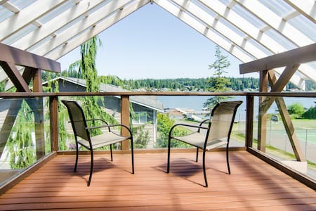 Lakefront Luxury - on Goodwin Lake! - Ház
