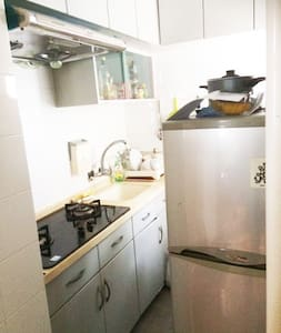 Spacious 1 bdrm apt, Kennedy Town, near Central. - Hong Kong - Apartment