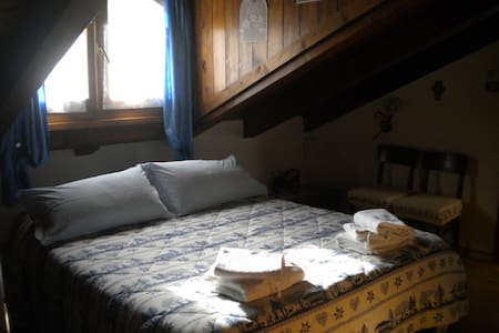 Doble attic blu room - Bed & Breakfast