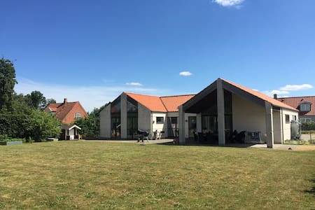Modern large home - Villa