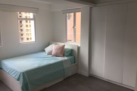 Bright and light brand new designer apartment on the 13/F with open views.  Located in Sheung Wan (HK Island) amongst cute cafes, art galleries, restaurants and bars. A 10 min walk to Soho and Central. A 5 min walk to the MTR (train).