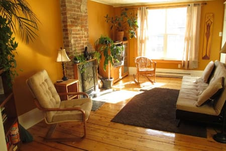 Sunny & spacious 3 bedroom home - Halifax - House