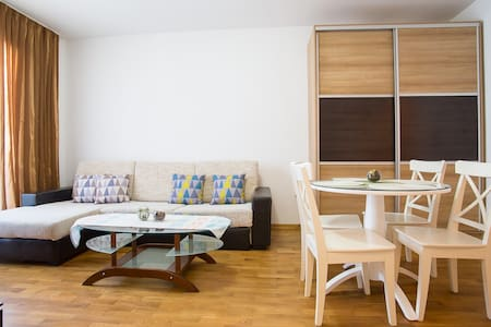 Lovely Apartment & Perfect Location! - Wohnung