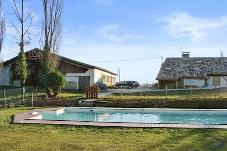Rustikales Haus mit Garten und Pool - Agnac