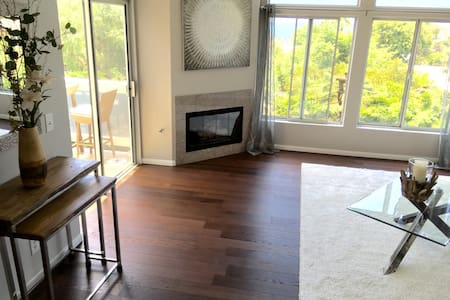 Beautiful home 2 blocks to beach! - Appartamento
