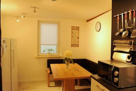 Top Zimmer alles neu! Coburg Von Merklinstr 3 - Maison