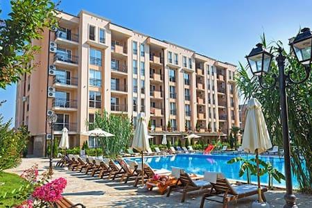 Уютная квартира в престижном комплексе Болгарии - Flat