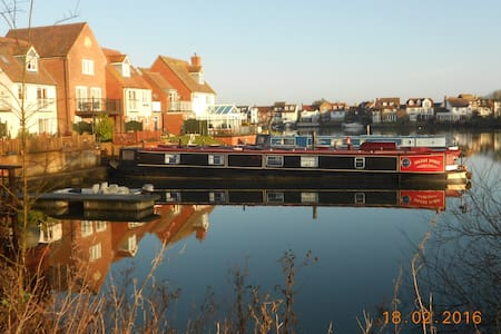 Narrow boat on private mooring - Boat