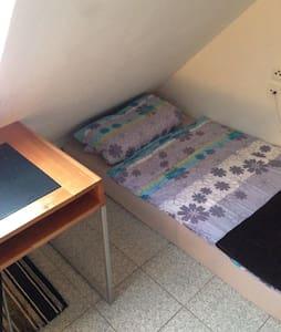 Günstiges Apartment unterm Dach! - Wohnung