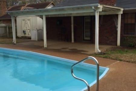 Convenient Memphis/Bartlett Home - House