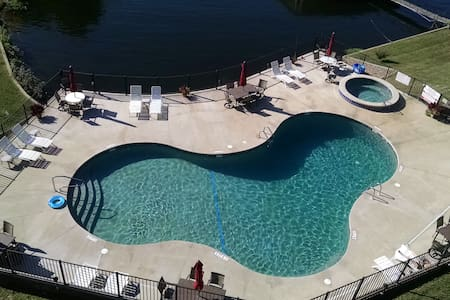 lakefront-poolfront condo - Lake Ozark - Condominio