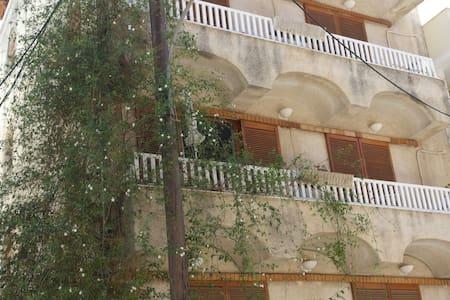 Eνοικιαζόμενα Δωμάτια Eleni Rooms - Appartamento