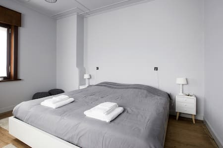 SleepSheep/SleepWell, room 3+Parking/regioKortrijk - Harelbeke
