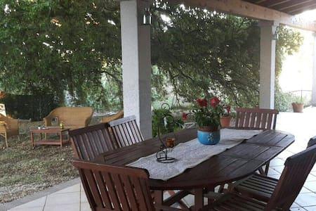 Villa bifamiliare a 1,5 km dal mare - Vila