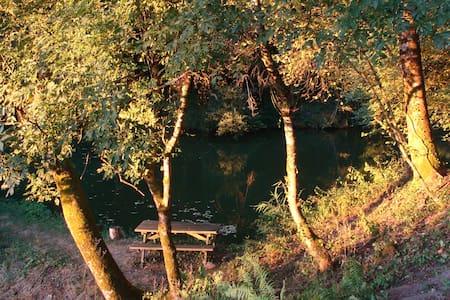 Maison morvandelle et son étang privé - Dům