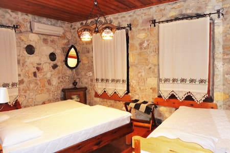 3-MARTI BUTiK HOTEL - A ROOM FOR THREE PERSON - Ayvalık