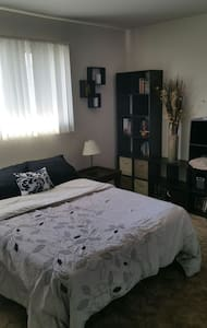 Large well lit room, shared bath - Salinas - House