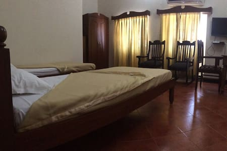 Caravela Panjim Bed & Breakfast - Bed & Breakfast
