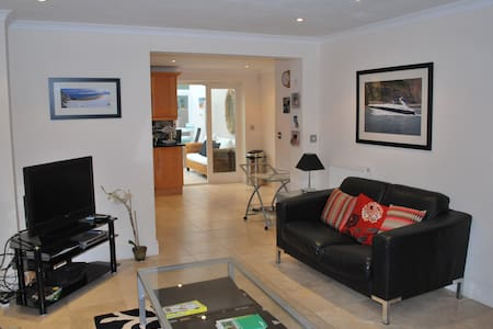 4 bedroom town house close to the beach & village - House