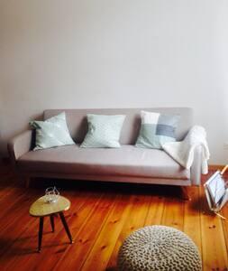 Grosszügige Altbau-Wohnung mit Balkonen - Berlin - Apartment