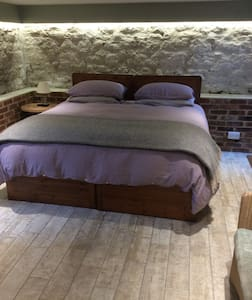 Luxury Guest Room in Oxfordshire Old Vicarage - Casa