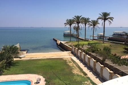 Villa on Suez Canal with a pool - Huvila