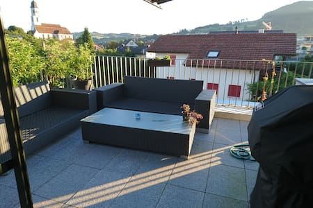 Attika-Wohnung (nahe zu Basel/Zürich) - Frick - Apartment