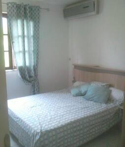 Chambre avec superbe vue montagne - Ház