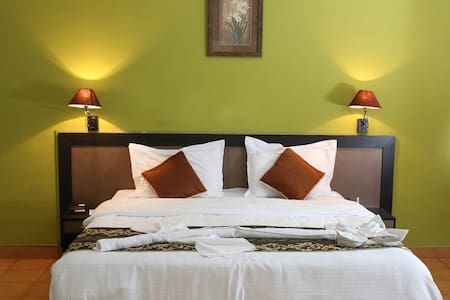 Room with Breakfast and  Pool In Candolim Goa - Candolim - Bed & Breakfast