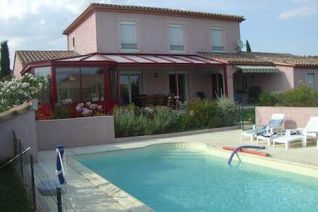Charmante villa climatisée avec piscine privée - Huis