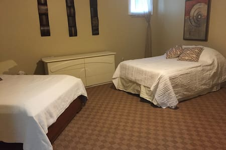 Niagara Escarpment Family Room - Duntroon - Bed & Breakfast
