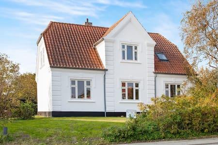Smuk familievilla tæt ved topstrand - Casa